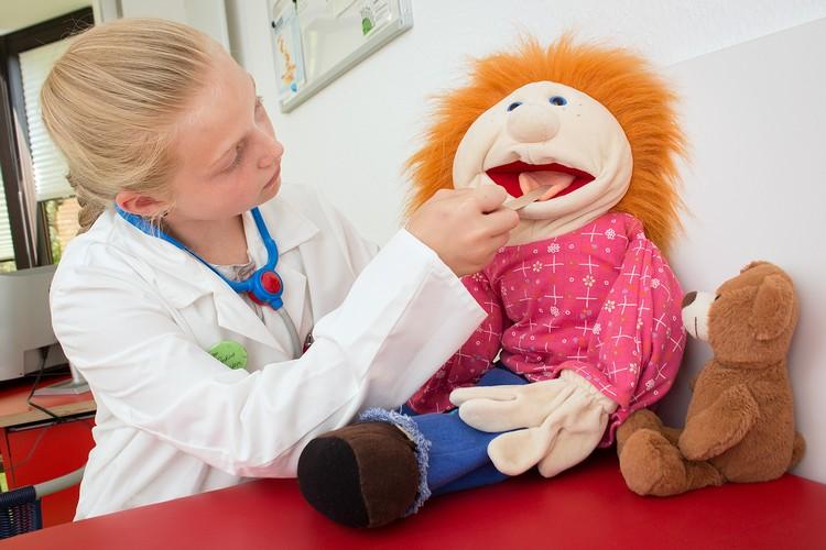 Dr. med Bettina Bürgstein + Karin Bender // Kinder- und Jugendarzt - Gemeinschaftspraxis Ludwigsburg // Untersuchung