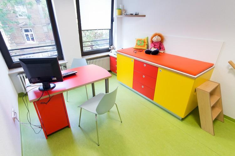 Bürgstein // Bender - Kinder- und Jugendarzt Gemeinschaftspraxis Ludwigsburg // Sprechzimmer