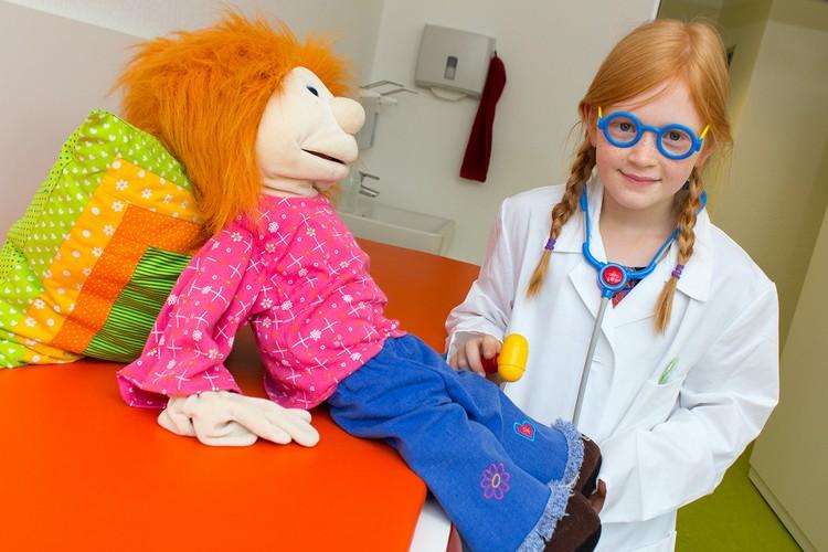 Dr. med Bettina Bürgstein + Karin Bender // Kinder- und Jugendarzt - Gemeinschaftspraxis Ludwigsburg // Reflexuntersuchung